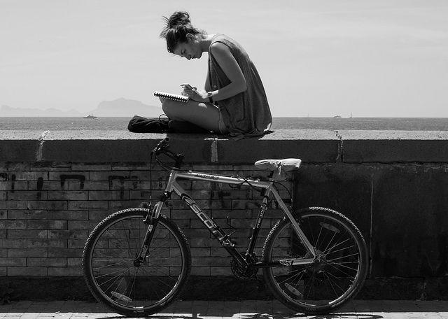 tinerii citesc